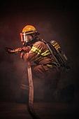 한국인, 소방관, 소방관 (응급서비스직업), 방화, 불, 사고, 불길, 구출, 구출 (컨셉), 물뿌리기, 소화호스 (응급장비)