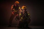 한국인, 소방관, 소방관 (응급서비스직업), 방화, 불, 사고, 불길, 구출, 구출 (컨셉), 물뿌리기, 소화호스 (응급장비), 고함 (말하기)
