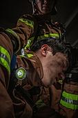 한국인, 소방관, 소방관 (응급서비스직업), 방화, 불, 사고재해 (주제), 사고, 사고재해, 긴급 (컨셉), 불길, 구출, 구출 (컨셉), 동료 (역할), 팀워크 (협력), 슬픔 (컨셉)