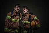 한국인, 소방관, 소방관 (응급서비스직업), 구출, 구출 (컨셉), 방화복, 동료 (역할), 팀워크 (협력), 두명