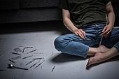남성, 마약, 마약중독 (약물남용), 주사기, 과다, 지저분함 (나쁜상태), 사람발 (주요신체부분)
