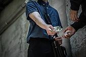마약, 마약거래자, 거래, 몰래하기 (컨셉), 지폐, 건네주기 (주기)