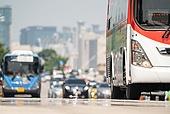 도시풍경 (도시), 서울 (대한민국), 여름, 폭염, 뜨거움 (컨셉), 날씨, 폭염 (자연현상), 여름 (계절), 아지랑이, 버스, 대중교통 (운수)