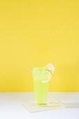 오브젝트 (묘사), 아크릴, 음료, 칵테일, 차가운음료 (무알콜음료), 여름, 얼음, 준벅, 레몬, 노랑색 (색상), 녹색 (색상)