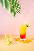 오브젝트 (묘사), 아크릴, 음료, 칵테일, 차가운음료 (무알콜음료), 여름, 얼음, 노랑색 (색상), 레몬, 분홍