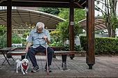 노인 (성인), 노인남자 (성인남자), 외로움 (컨셉), 독거노인, 강아지, 반려동물 (길든동물)