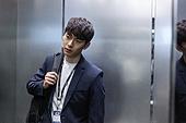 엘리베이터, 한국인, 라이프스타일, 비즈니스맨, 출퇴근, 번아웃증후군 (격언), 피로 (물체묘사), 스트레스