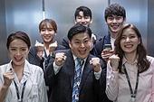 엘리베이터, 한국인, 라이프스타일, 출퇴근, 웃음 (얼굴표정), 즐거움 (컨셉), 기쁨 (컨셉), 불금, 금요일, 출퇴근 (여행하기)