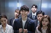 엘리베이터, 한국인, 라이프스타일, 출퇴근, 피로 (물체묘사), 신입사원 (화이트칼라), 인턴 (직업), 기쁨 (컨셉), 즐거움 (컨셉)