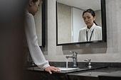 라이프스타일, 한국인, 화장실 (가정용품[고정]), 여자화장실, 워킹맘 (역할), 비즈니스우먼, 스트레스, 불만 (컨셉), 스트레스 (컨셉)
