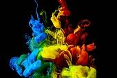 오브젝트 (묘사), 스튜디오촬영, 물 (자연현상), 파장, 파문 (물체묘사), 백그라운드, 패턴, 물결, 잉크, 페인트 (예술도구), 모션, 활력, 수채물감, 추상, 미술 (미술과공예), 검정배경, 번짐, 재질 (물체묘사), 빨강, 파랑, 노랑색 (색상), 녹색 (색상)