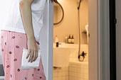 여성, 집 (주거건물), 화장실 (가정용품[고정]), 월경전증후군 (질병)