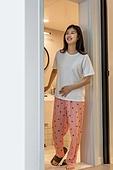 여성, 집 (주거건물), 화장실 (가정용품[고정]), 미소, 변비