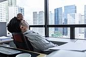 한국인, 비즈니스맨 (사업가), 도시생활, 사무실 (업무현장), 걱정 (어두운표정), 피로 (물체묘사), 고역 (컨셉), 스트레스 (컨셉), 번아웃증후군 (격언), 스트레스