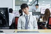 한국인, 사무실 (업무현장), 걱정 (어두운표정), 피로 (물체묘사), 스트레스 (컨셉), 번아웃증후군 (격언), 심각 (감정), 우울, 스트레스