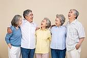 노인 (성인), 공동체 (컨셉), 미소, 즐거움 (컨셉), 어깨동무