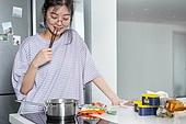 라이프스타일, 라면, 간편식 (음식), 요리 (음식상태), 식사, 혼밥, 라면 (면), 젓가락