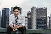 한국인, 비즈니스맨, 화이트칼라 (전문직), 맥주, 고독, 걱정 (어두운표정), 피로 (물체묘사), 스트레스 (컨셉), 심각, 걱정