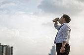 한국인, 비즈니스맨, 화이트칼라 (전문직), 맥주, 마시기, 고독, 걱정 (어두운표정), 피로 (물체묘사), 스트레스 (컨셉), 심각