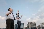 한국인, 비즈니스맨, 대화, 커뮤니케이션 (주제), 성원 (컨셉), 대화 (말하기), 화이팅, 고함 (말하기), 말하기 (커뮤니케이션컨셉), 결의, 도전 (컨셉), 성공, 만세, 도전