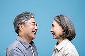 60-69세 (노인), 커플, 미소, 행복, 마주보기 (위치묘사)