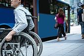 휠체어, 장애, 신체장애 (장애), 장애인의날 (홀리데이), 대중교통 (운수), 교통수단, 버스, 버스정류장 (인공구조물), 인권 (사회이슈), 편견 (사회이슈), 교통수단 (인조물건)