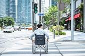 도심지 (구역), 거리 (도시도로), 휠체어, 신체장애 (장애), 장애, 신체장애, 환자, 사회이슈 (주제), 불편함 (어두운표정), 소외계층, 인권, 횡단보도