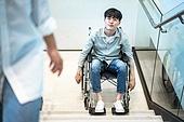 휠체어, 장애, 신체장애 (장애), 계단, 불편함 (어두운표정), 고역 (컨셉), 소외계층