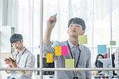 스타트업, 사무실, 글씨쓰기 (움직이는활동), 아이디어 (컨셉), 비즈니스맨