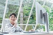 스타트업, 사무실, 벤처사업가 (역할), 비즈니스맨 (사업가), 분석, 생각 (컨셉), 미소, 성취 (성공)