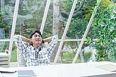 스타트업, 사무실, 벤처사업가 (역할), 비즈니스맨 (사업가), 휴식, 균형 (컨셉), 미소, 상상력