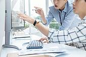 스타트업, 사무실, 벤처사업가 (역할), 비즈니스맨 (사업가), 서류, 분석 (응시), 컴퓨터, 분석
