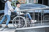 휠체어, 신체장애 (장애), 환자, 장애인의날, 휠체어경사로 (경사로), 접근하기쉬움, 사회이슈 (주제), 소외계층, 사회복지 (사회이슈), 도움, 도움의손길