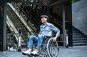 에스컬레이터, 휠체어, 장애, 신체장애 (장애), 신체장애, 소외, 소외계층, 인권, 고역 (컨셉), 불편함 (어두운표정)