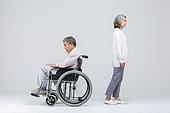 노인커플 (이성커플), 휠체어, 절망 (슬픔)