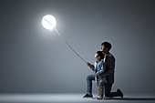 어린이 (인간의나이), 소년, 빛 (자연현상), 밧줄 (인조물건), 홀딩 (만지기), 아빠, 아들, 가족