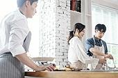 쿠킹클래스, 일생활균형 (컨셉), 배움 (컨셉), 주방 (건설물), 수업중 (교육), 요리사, 커플 (인간관계)