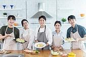 쿠킹클래스, 일생활균형 (컨셉), 배움 (컨셉), 주방 (건설물), 수업중 (교육), 동호회, 미소