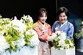 결혼 (사건), 결혼식장 (건설물), 한국문화, 엄마 (부모), 한복, 촛불, 점화, 미소