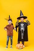 할로윈 (홀리데이), 어린이 (인간의나이), 공포 (어두운표정), 얼굴표정 (커뮤니케이션컨셉), 소년, 소녀