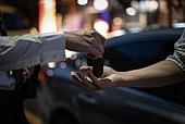 라이프스타일 (주제), 운전 (움직이는활동), 대리운전, 자동차열쇠 (열쇠), 건네주기 (주기), 사회이슈, 음주운전