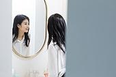 여성, 싱글라이프 (주제), 라이프스타일 (주제), 출퇴근 (여행하기), 거울, 미소