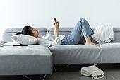 여성, 싱글라이프 (주제), 라이프스타일 (주제), 눕기 (몸의 자세), 채팅, 잠 (휴식)