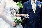 결혼식 (결혼), 결혼식장 (건설물), 신부 (결혼식역할), 행진 (걷기), 아빠 (부모), 손잡기