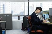 사무실, 한국인, 비즈니스, 근로기준법 (법), 신입사원, 인턴, 집중, 걱정 (어두운표정), 문서업무 (컨셉), 서류