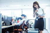 사무실, 한국인, 일 (물리적활동), 근로시간, 신입사원, 인턴, 서류파쇄기 (정보장비), 서류, 서류 (인쇄매체), 문서업무, 서류정리 (움직이는활동)