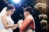 결혼식 (결혼), 신부 (결혼식역할), 엄마, 위로, 감사, 손잡기 (홀딩)
