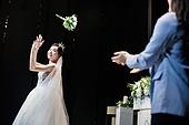 결혼식 (결혼), 부케, 던지기 (물리적활동)