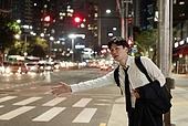 한국인, 귀가 (사건), 택시, 신입사원, 팔들기