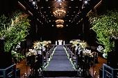인테리어, 결혼 (사건), 결혼식장 (건설물), 실내, 조명 (발광), 결혼식 (결혼), 한국 (동아시아), 꽃, 의자 (좌석), 시상대 (상), 꽃길